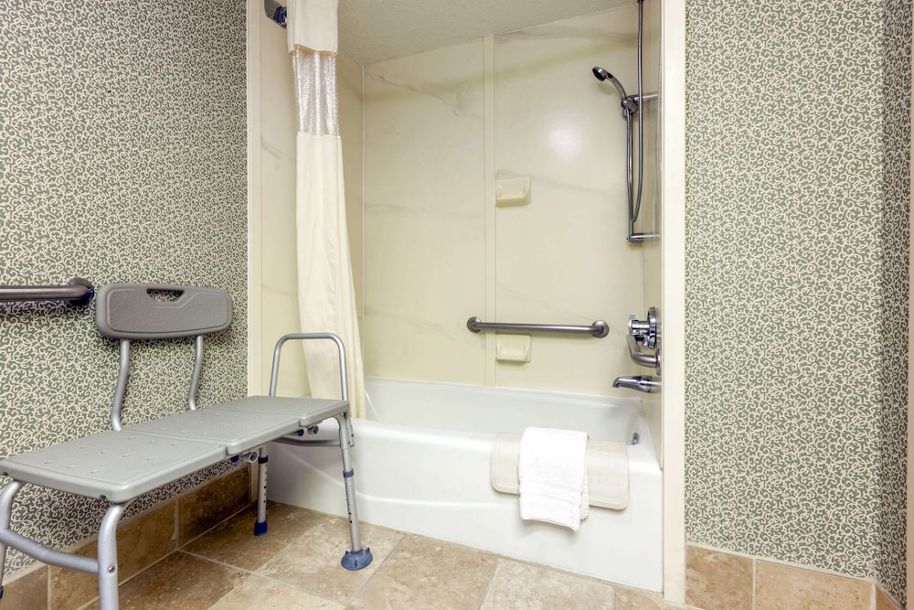 Bathroom, Baymont by Wyndham Amarillo East