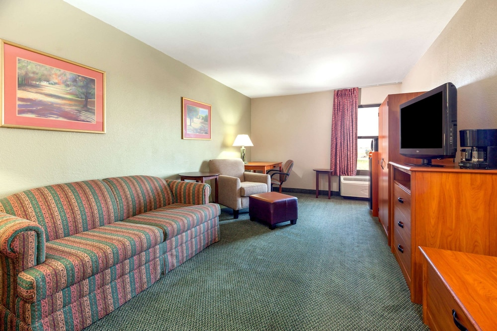 Room, Baymont by Wyndham Amarillo East