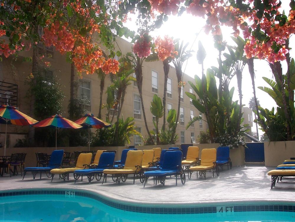 Ramada Plaza By Wyndham West Hollywood Hotel  U0026 Suites