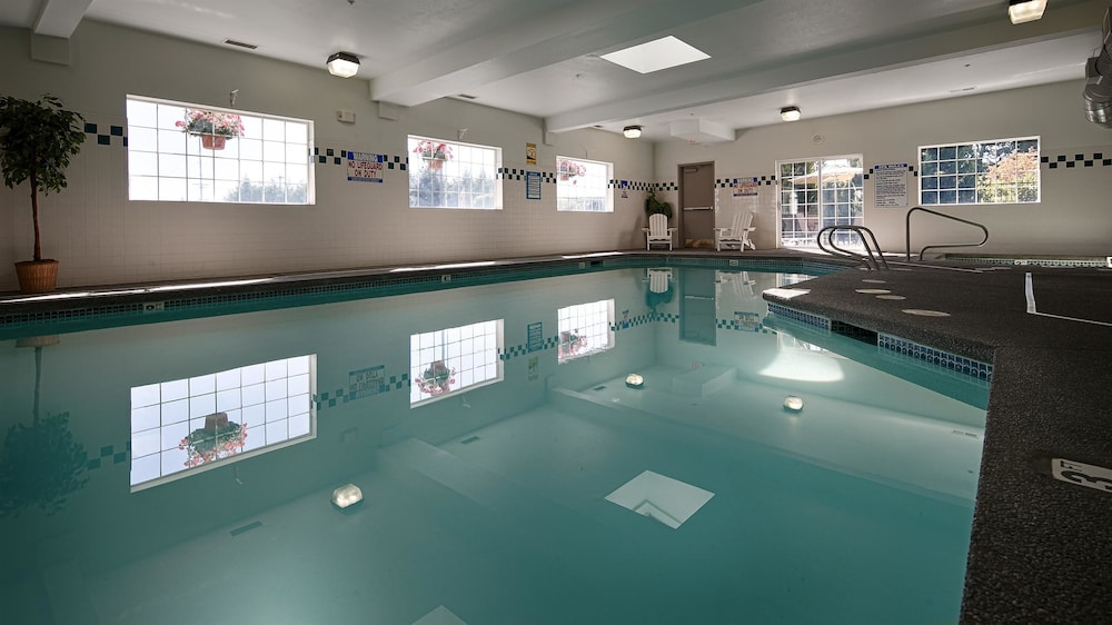 Indoor Pool, Best Western Oak Meadows Inn