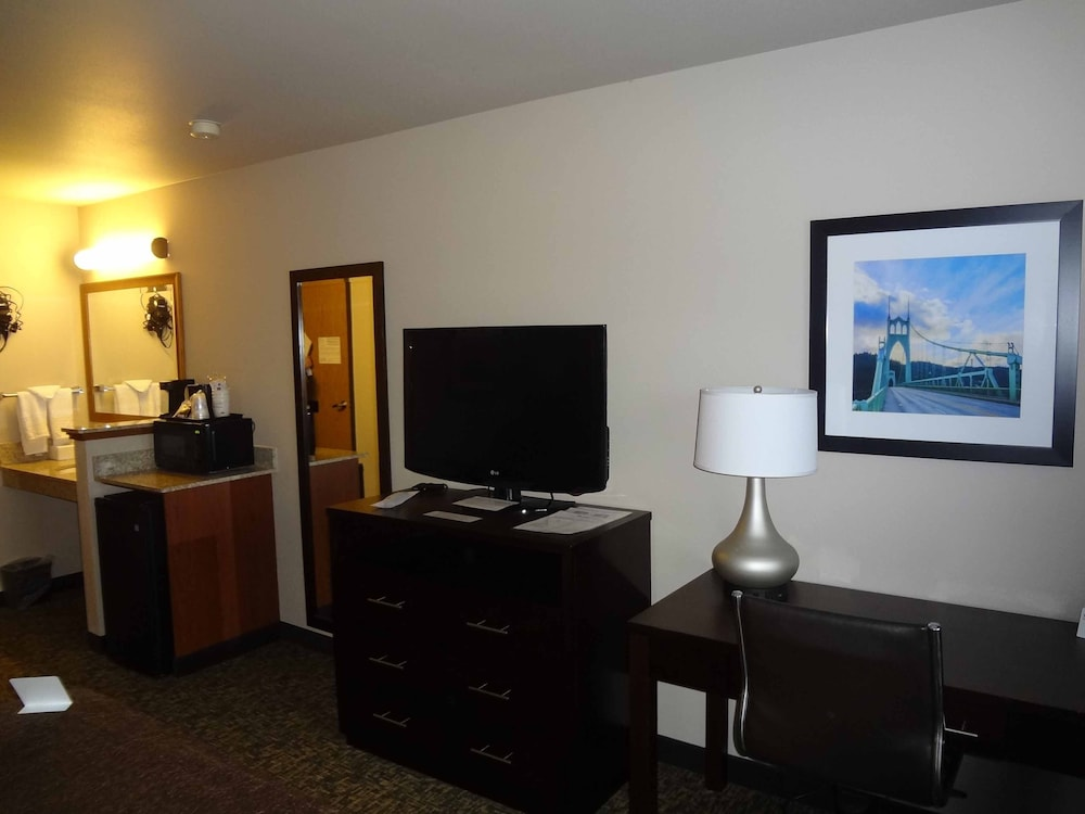 Living Area, Best Western Oak Meadows Inn