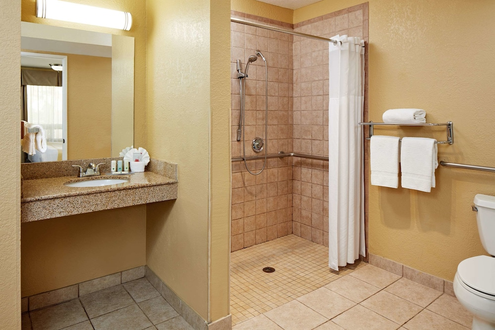 Bathroom, Quality Inn Encinitas Near Legoland