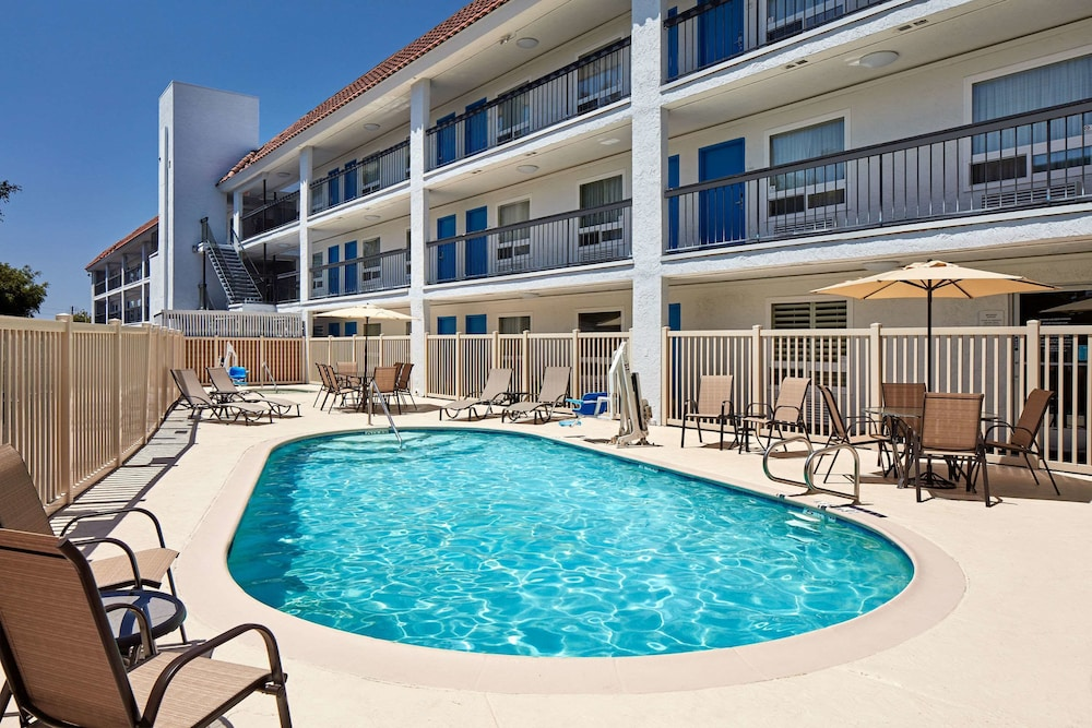 Pool, Quality Inn Encinitas Near Legoland