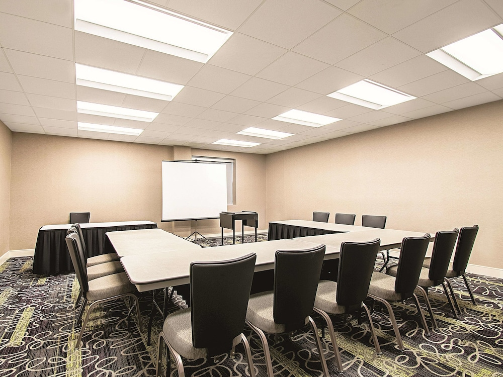 Meeting Facility, La Quinta Inn & Suites by Wyndham Cincinnati Sharonville