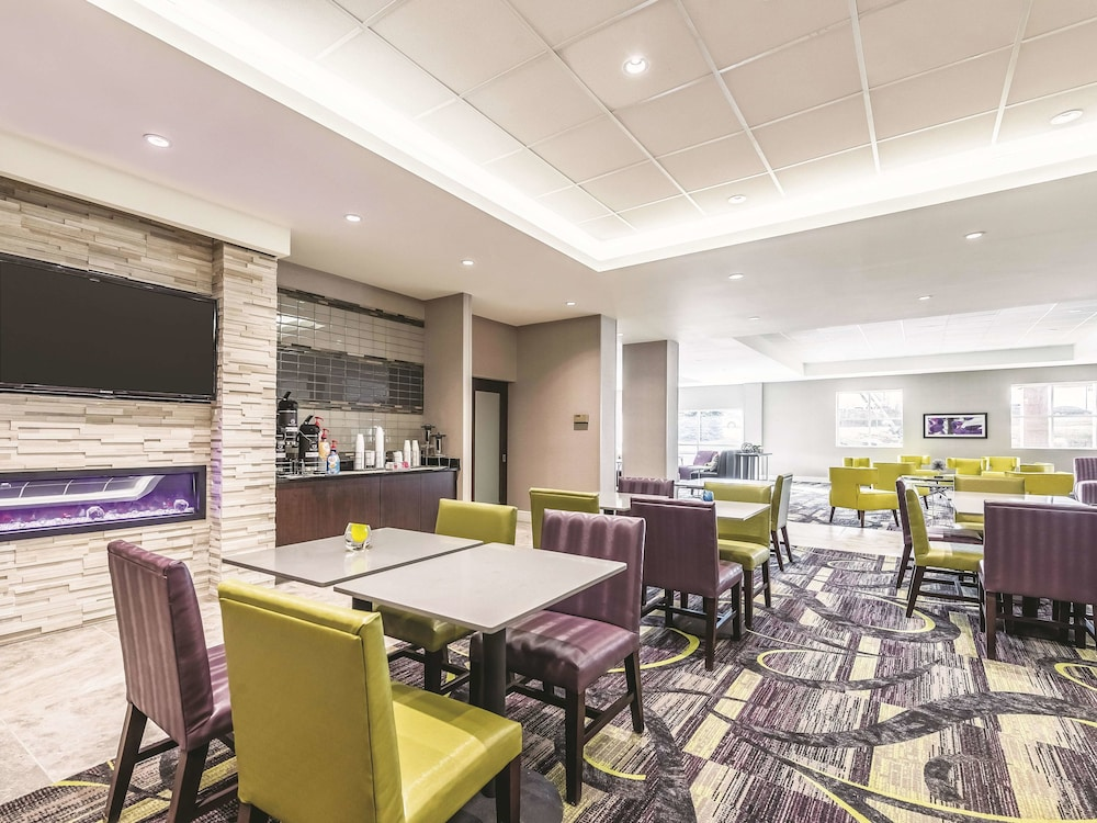 Coffee Service, La Quinta Inn & Suites by Wyndham Cincinnati Sharonville