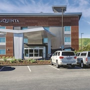 La Quinta Inn & Suites by Wyndham San Francisco Airport N