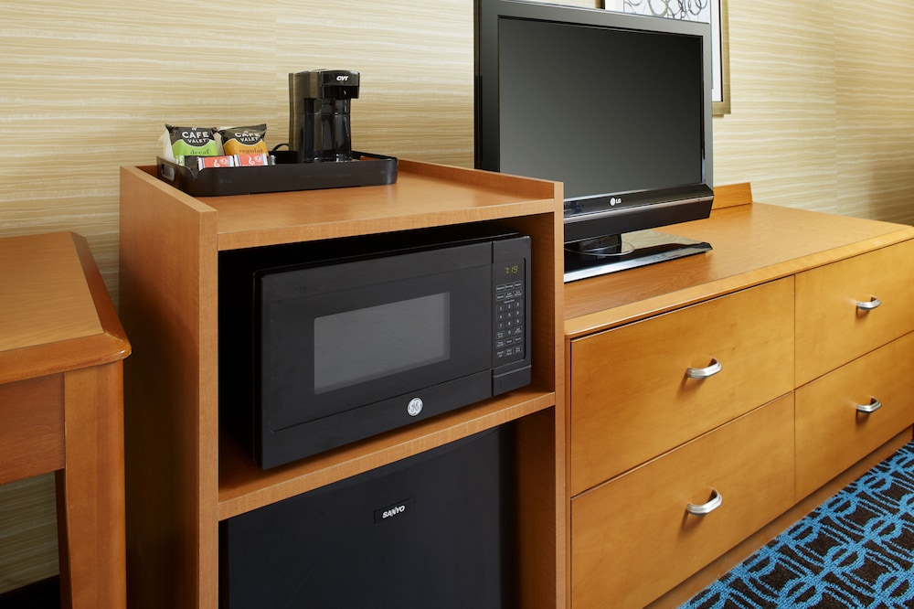 Mini-Refrigerator, Fairfield Inn & Suites by Marriott Cleveland Beachwood