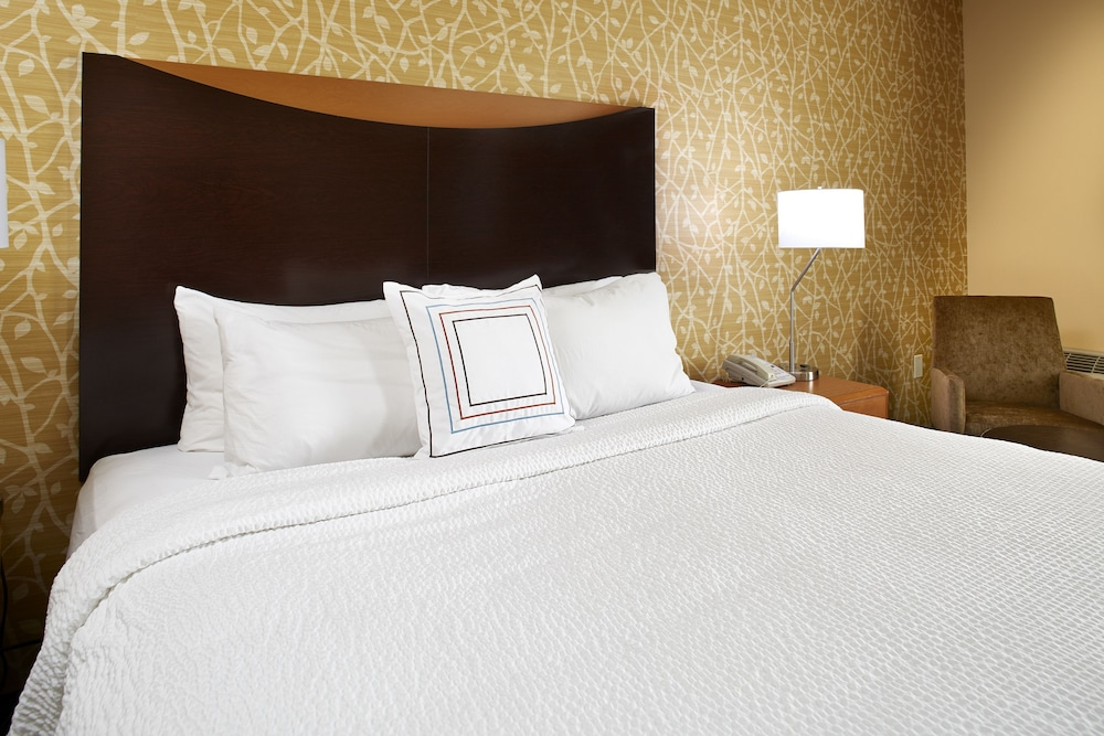 Room, Fairfield Inn & Suites by Marriott Cleveland Beachwood