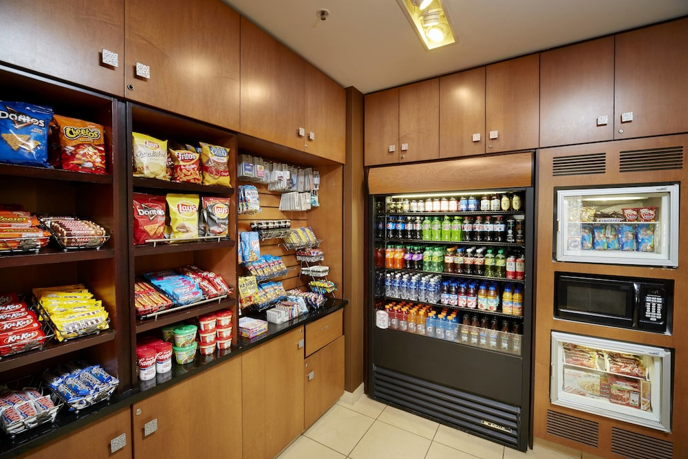 Snack Bar, Fairfield Inn & Suites by Marriott Cleveland Beachwood