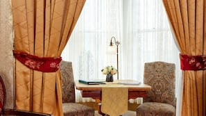 In-room safe, individually decorated, blackout drapes