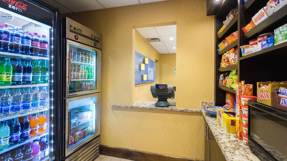 Snack Bar, Holiday Inn Express Civic Center