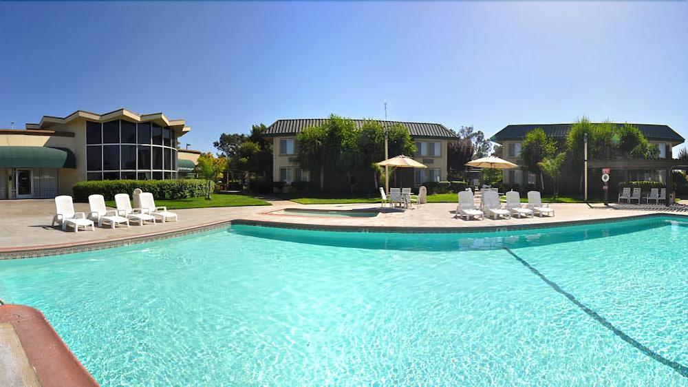 Days Inn by Wyndham Stockton in Stockton | Hotel Rates