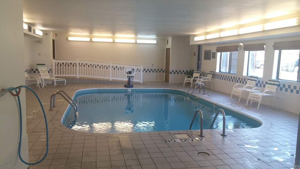 Pool, Quality Inn