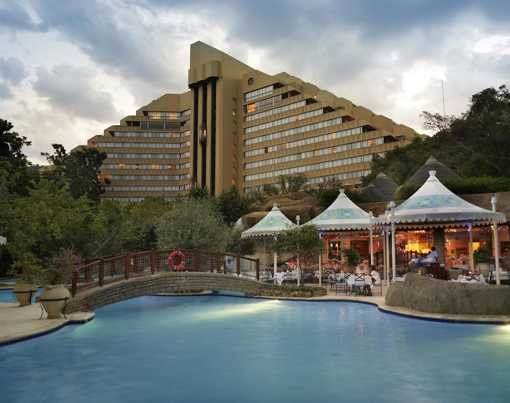 Property Grounds, The Cascades Hotel at Sun City Resort