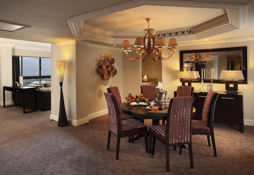 In-Room Dining, The Cascades Hotel at Sun City Resort