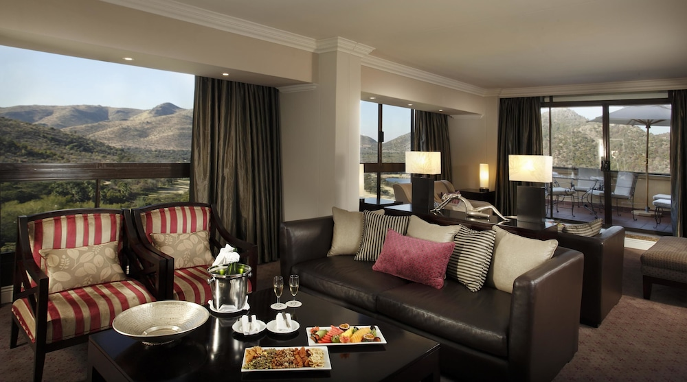 Living Area, The Cascades Hotel at Sun City Resort