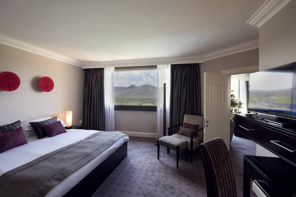 Room, The Cascades Hotel at Sun City Resort