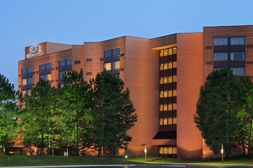 DoubleTree by Hilton Lisle Naperville