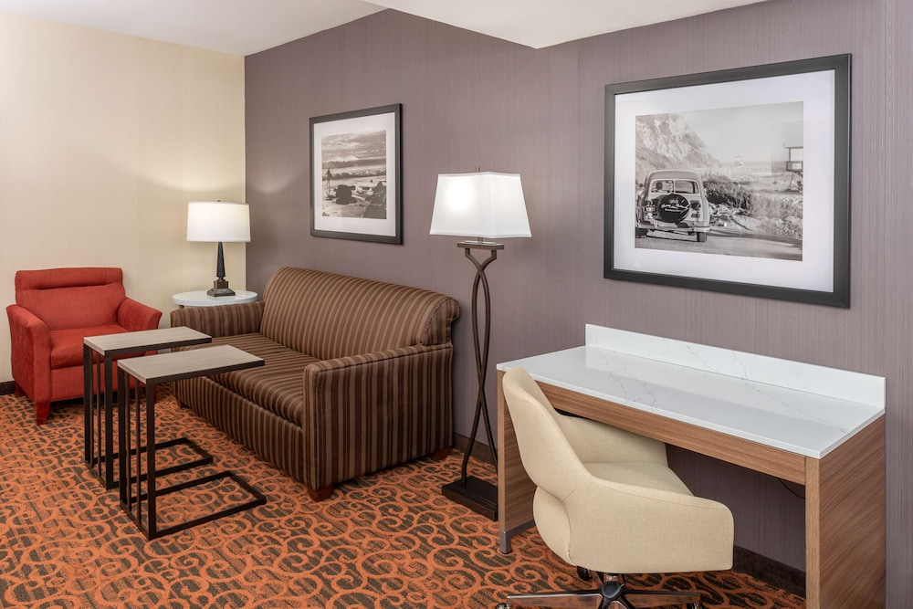 Living Area, Hampton Inn & Suites San Clemente