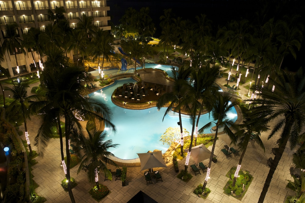 Outdoor Pool, Sofitel Philippine Plaza Manila