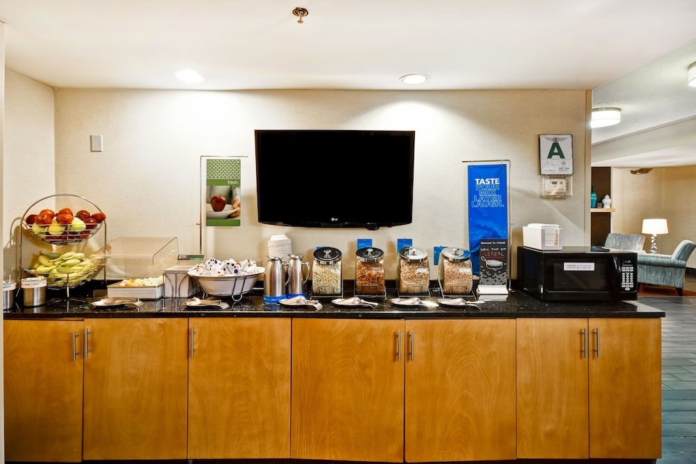 Breakfast buffet, Hampton Inn Louisville-Arpt-Fair/Expo Ctr