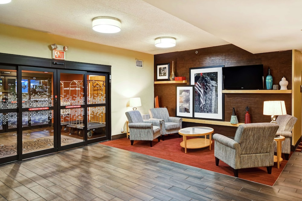 Lobby, Hampton Inn Louisville-Arpt-Fair/Expo Ctr