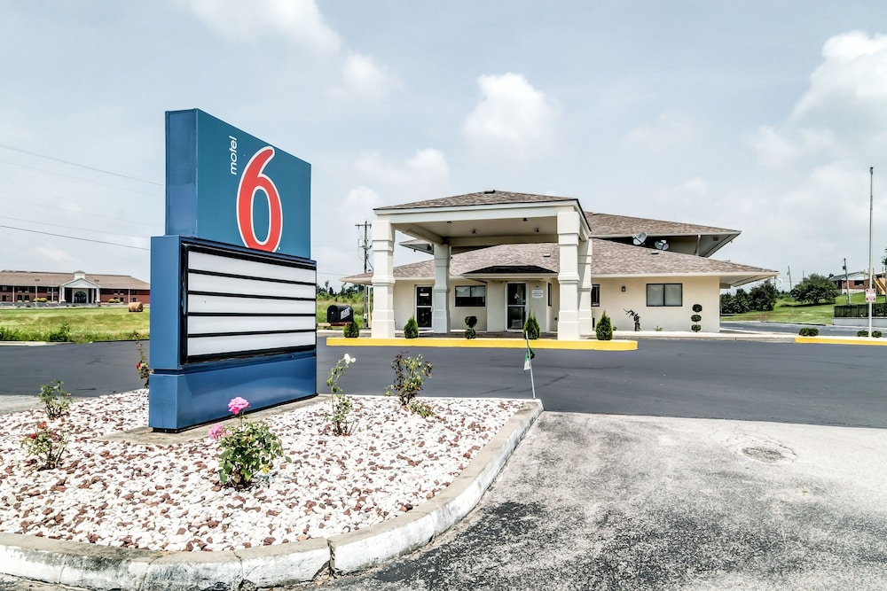 Featured Image, Motel 6 Berea, KY
