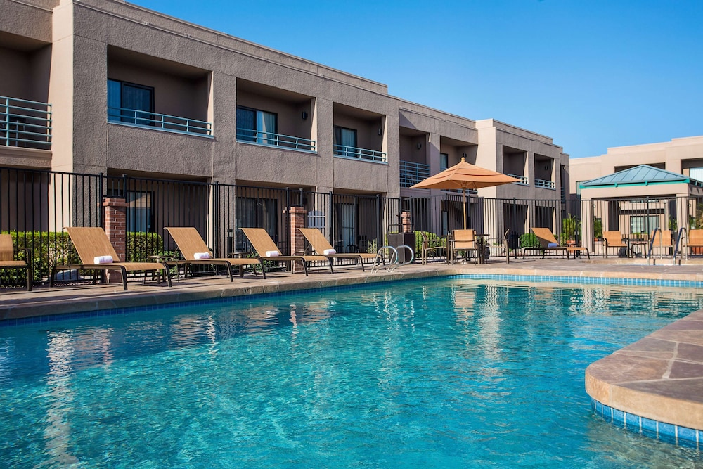 Pool, Sonesta Select Scottsdale at Mayo Clinic Campus