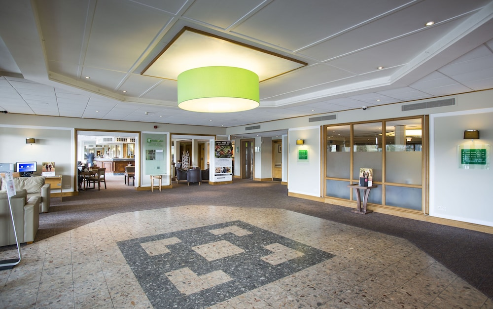 Holiday inn luton south m1 jct 9 st albans london rd al38hh for Hotels in luton with swimming pool