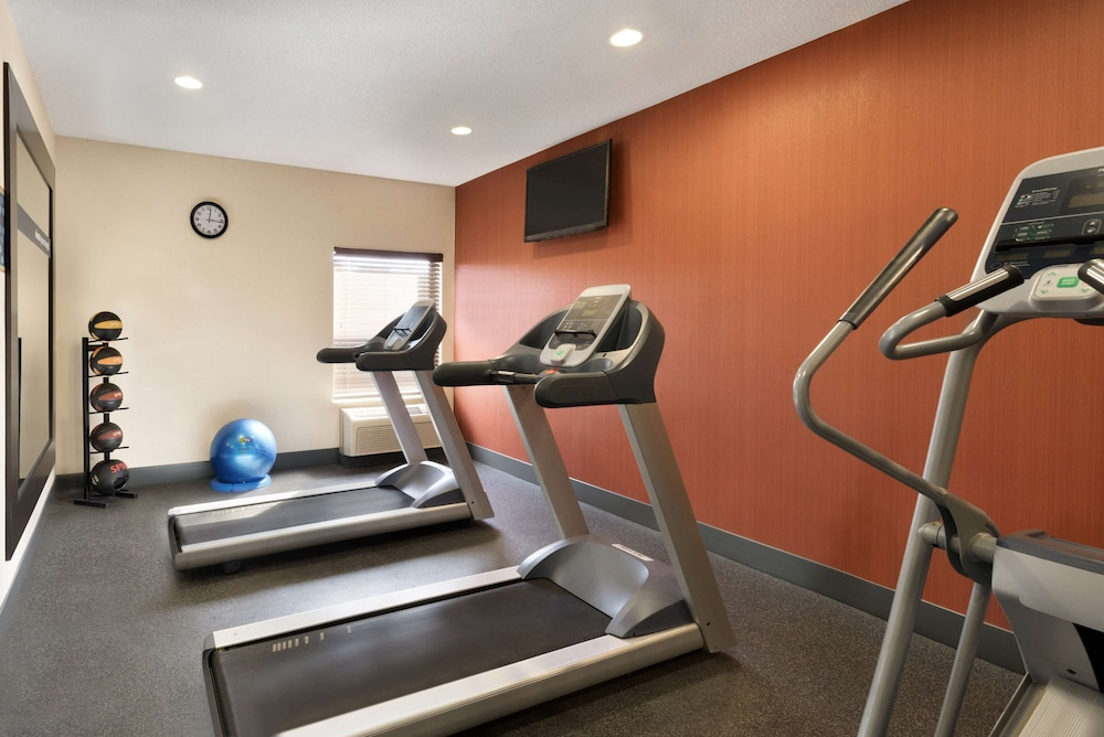 Fitness Facility, Hampton Inn Battle Creek