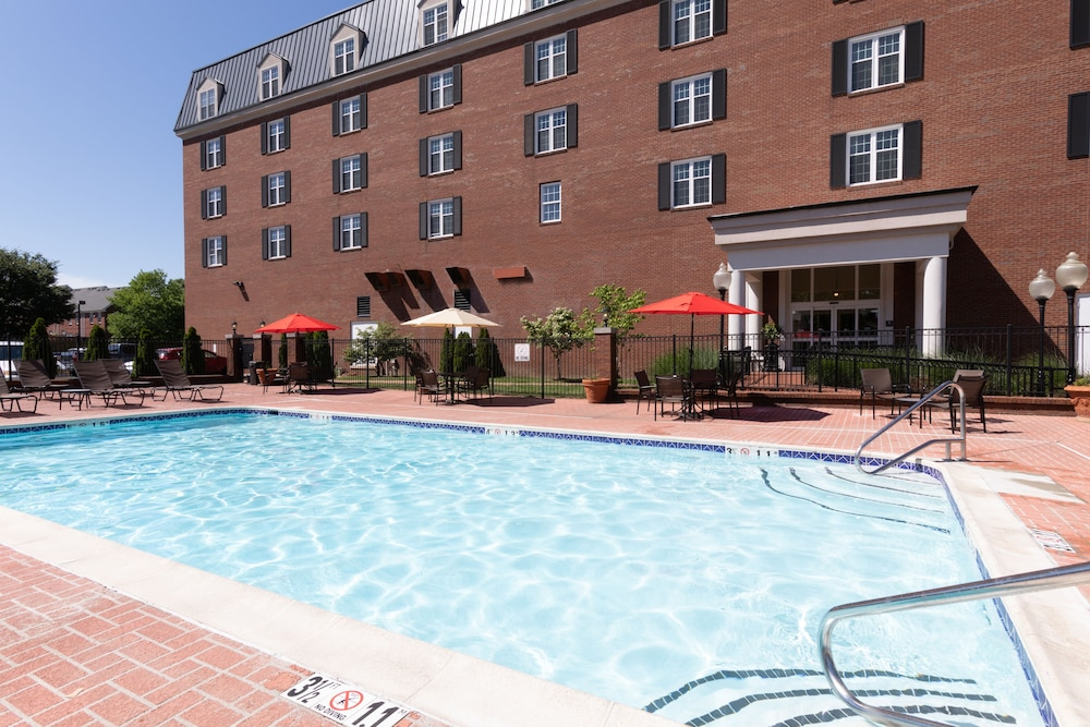 Outdoor Pool, DoubleTree Suites by Hilton Hotel Lexington