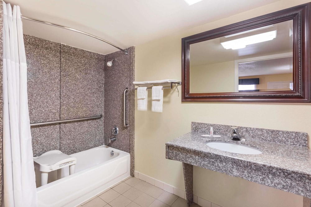 Bathroom, Days Inn & Suites by Wyndham Warner Robins Near Robins AFB