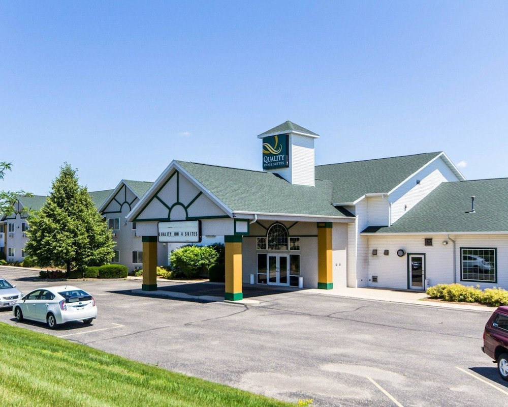 Quality Inn & Suites Stoughton - Madison South: 2018 Room Prices $72 on norfolk county, chestnut hill, bill chamberlain,