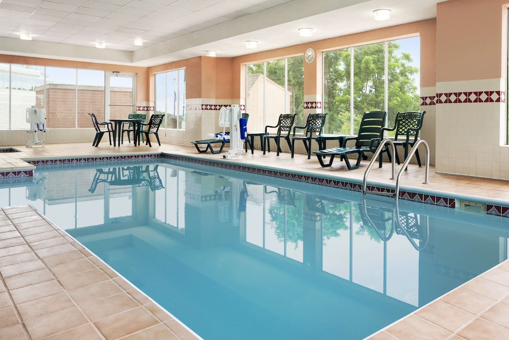 Indoor Pool, Country Inn & Suites by Radisson, Cuyahoga Falls, OH