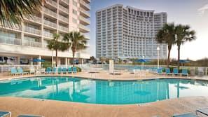 2 indoor pools, 5 outdoor pools