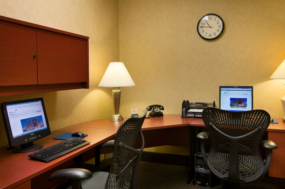 Business Center, Hilton Garden Inn Detroit Downtown