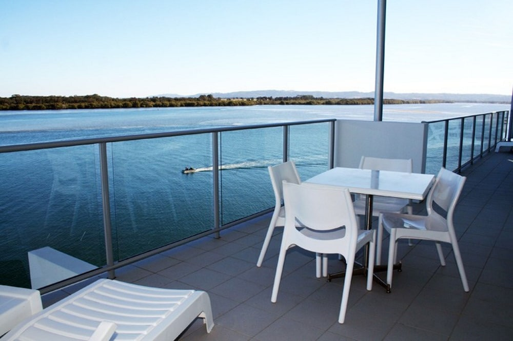 Ramada hotel and suites ballina byron in byron bay hotel for Balcony restaurant byron