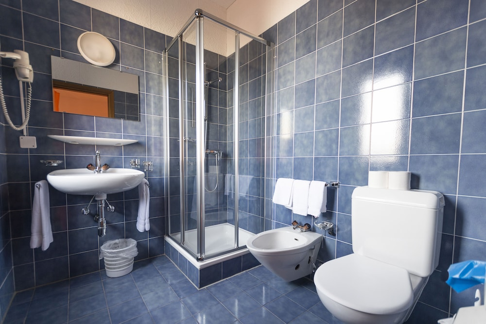 Vasca Da Bagno In Francese Traduci : Hotel de notre dame maître albert parigi francia expedia