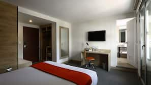 Down duvet, in-room safe, desk, free WiFi