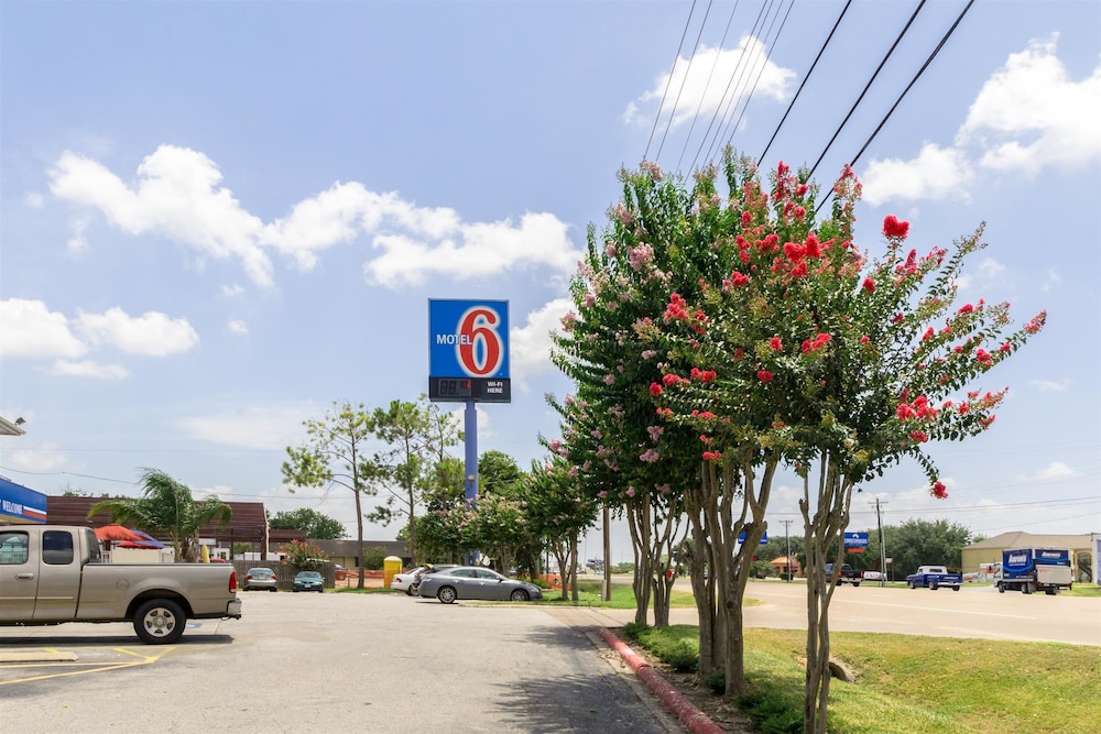 Front of Property, Motel 6 Victoria, TX