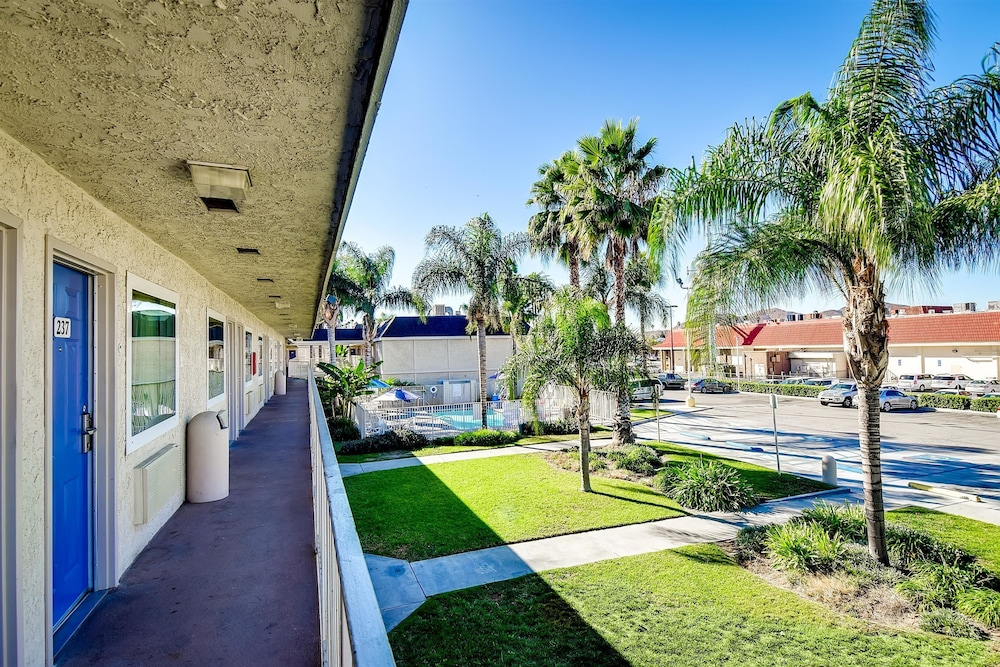 Front of Property, Motel 6 Riverside, CA - South