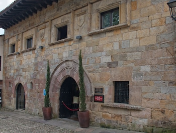 Calle del Cantón 24, 39330 Santillana del Mar, Cantabria, Spain.