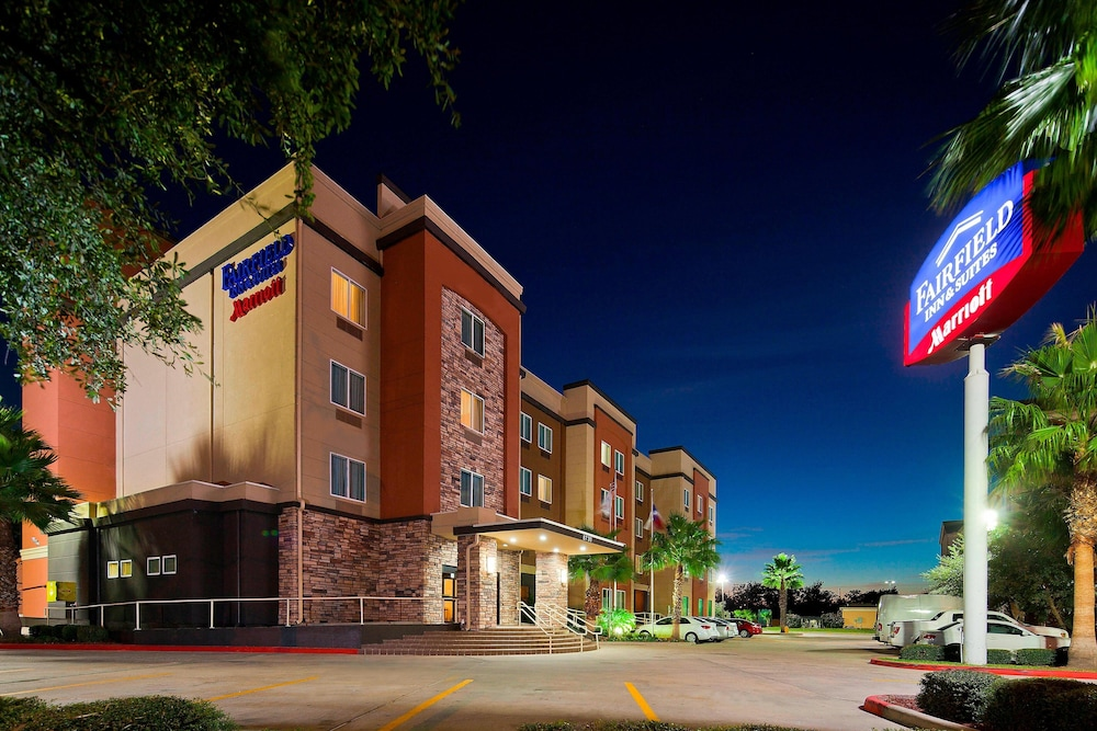 Exterior, Fairfield Inn & Suites by Marriott Houston Hobby Airport.