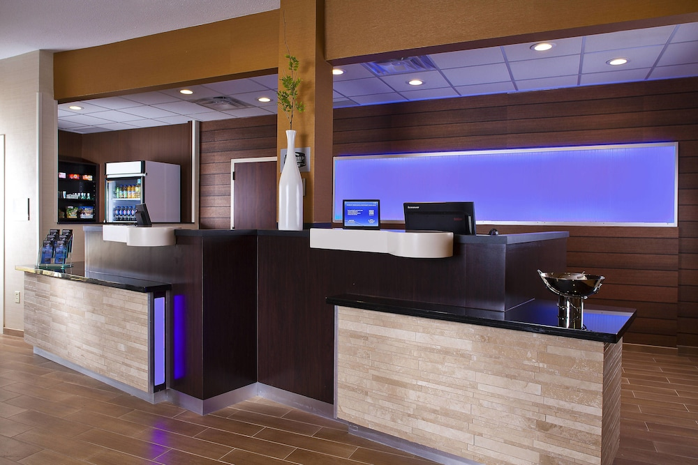 Lobby, Fairfield Inn & Suites by Marriott Houston Hobby Airport.