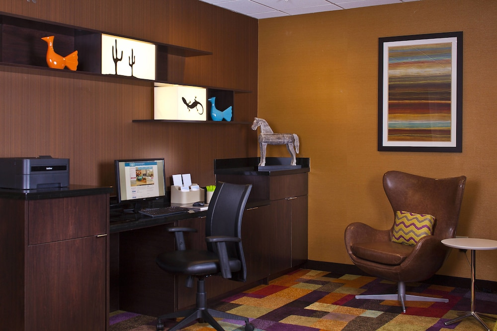 Business Center, Fairfield Inn & Suites by Marriott Houston Hobby Airport.