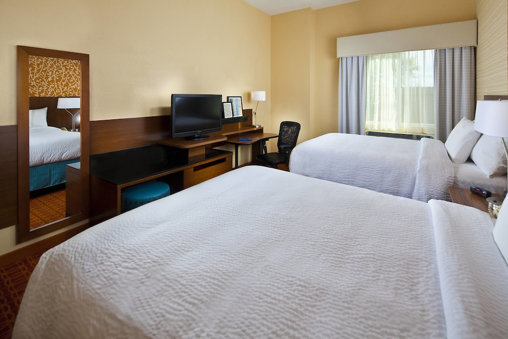 Room, Fairfield Inn & Suites by Marriott Houston Hobby Airport.