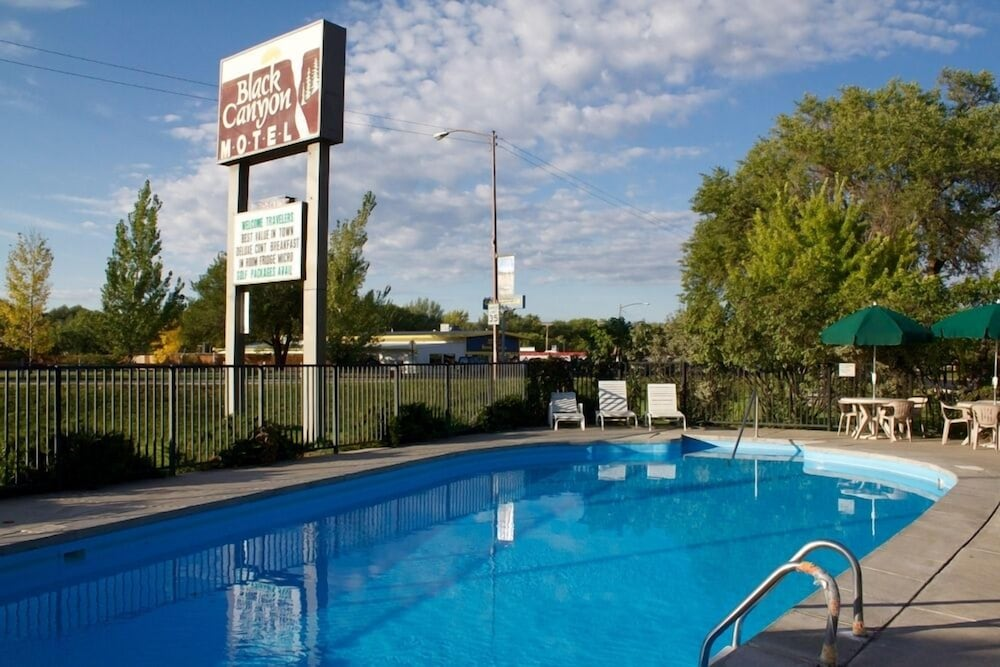 Outdoor Pool, Black Canyon Motel
