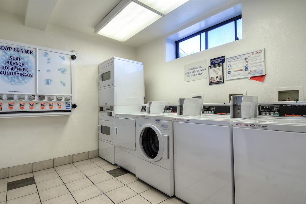 Laundry Room, Motel 6 San Diego, CA - Hotel Circle - Mission Valley