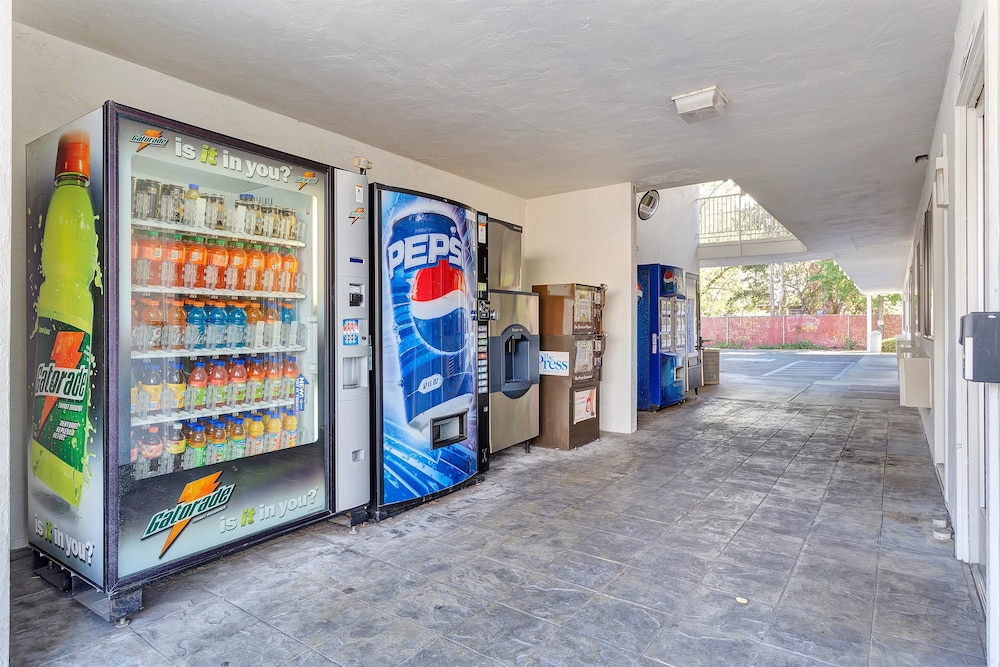 Vending Machine, Motel 6 Santa Rosa, CA - South