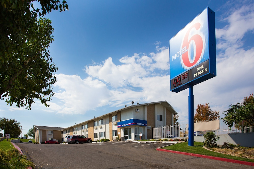 motel 6 boise airport 2019 room prices 50 deals. Black Bedroom Furniture Sets. Home Design Ideas